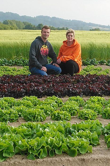Sébastien et Guénola Le Jolivet, maraichers à Saint-Père, dans leurs champs, vente directe, Légumes des Gastines, Saint Malo, producteur, maraichage, local